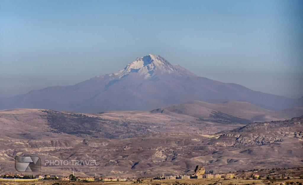 Erciyes Dağı – wygasły wulkan w Turcji i bajkowe kominy - najwieksza atrakcja turystyczna Kapadocji w Turcji
