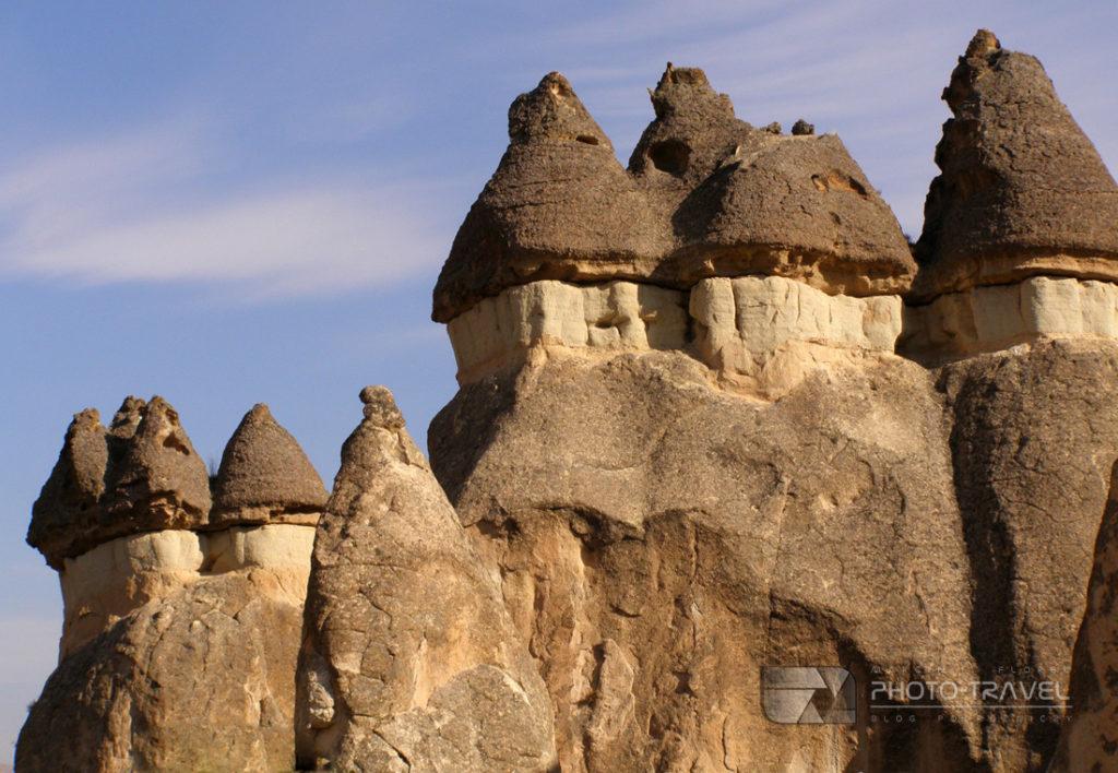 Bajkowe kominy, które nadają Kapadocji jej niezwykły charakter to największa atrakcja turystyczna Kapadocji w Turcji