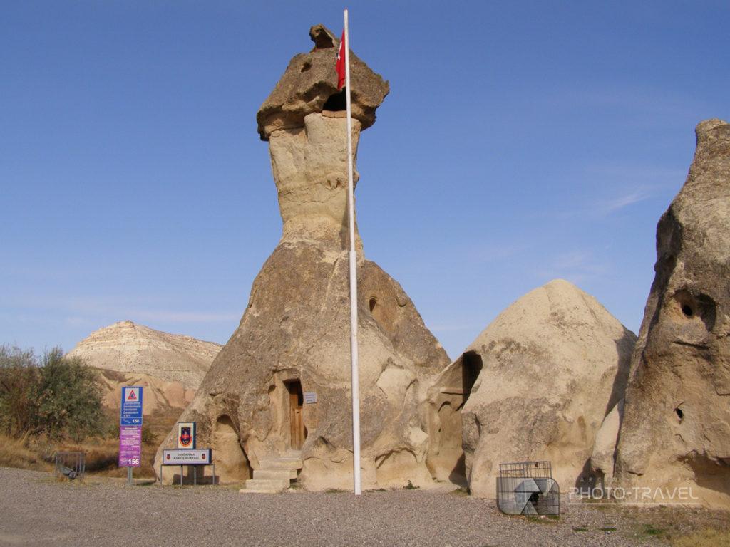 Posterunek policji w Kapadocji? Atrakcje turystyczne, bajkowe kominy, podziemne masta