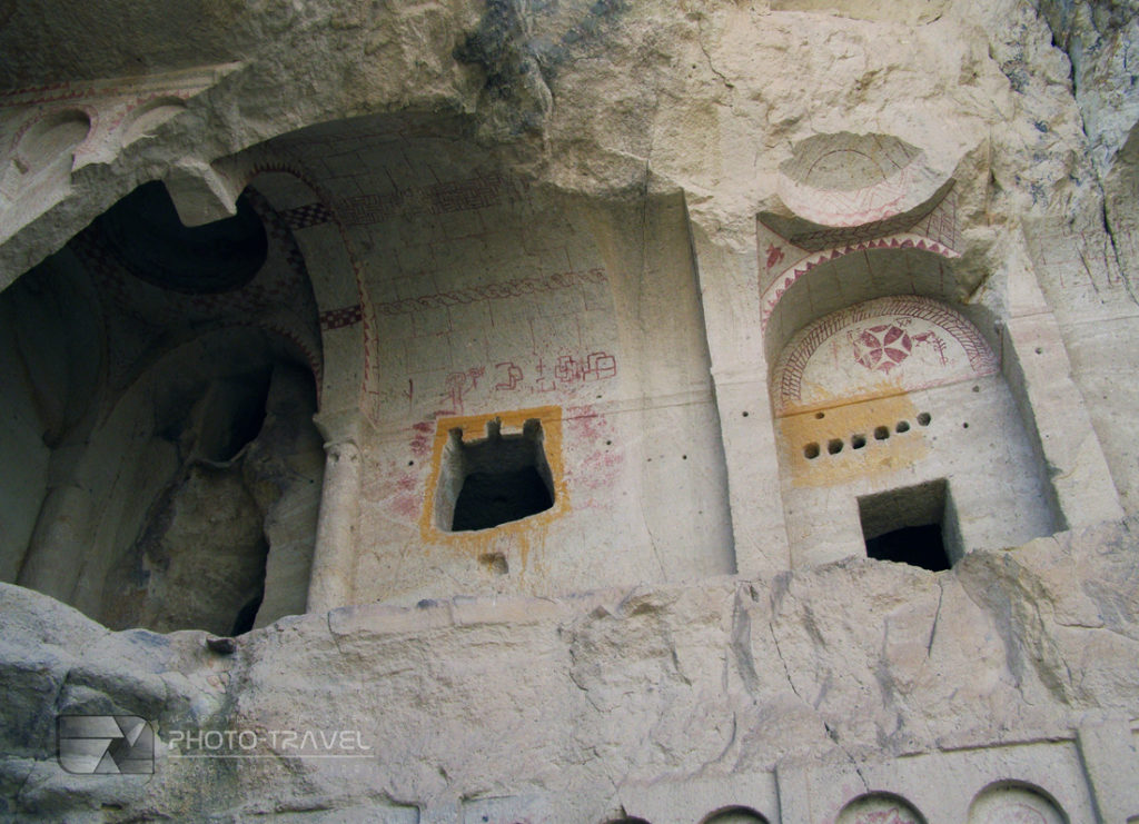 Park Narodowy Göreme z kościołami to najważniejsza atrakcja turystyczna Kapadocji w centralnej Turcji