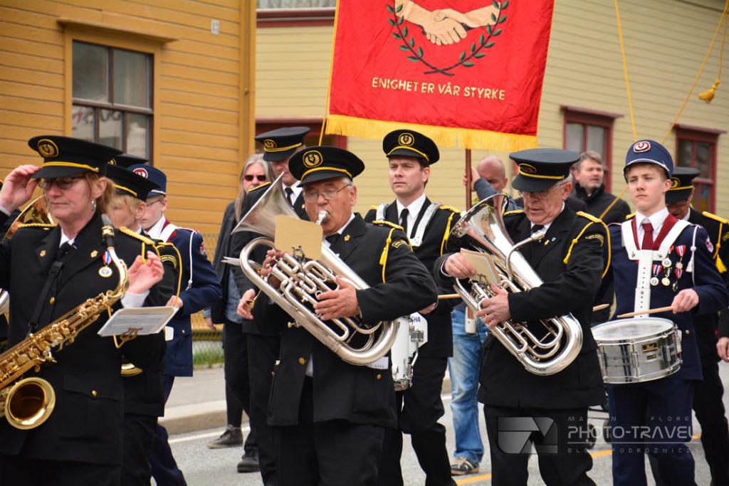Norwegowie świętują w maju