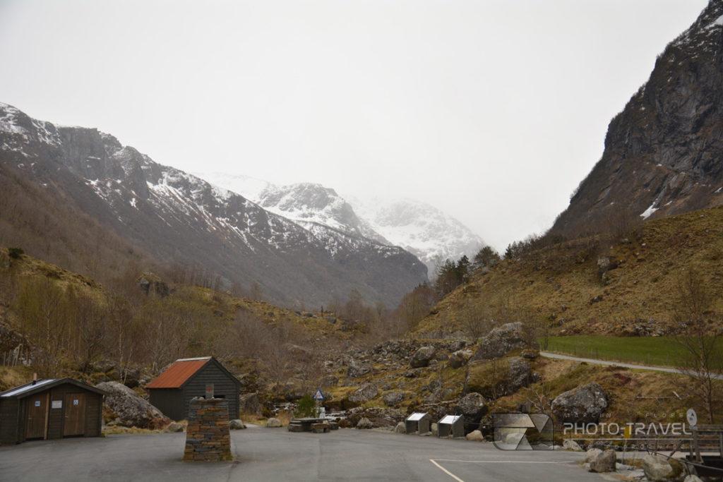 Park Narodowy Folgefonna - parking w miejscowości Sundal to początek szlaku w kierunku lodowca Folgefonna