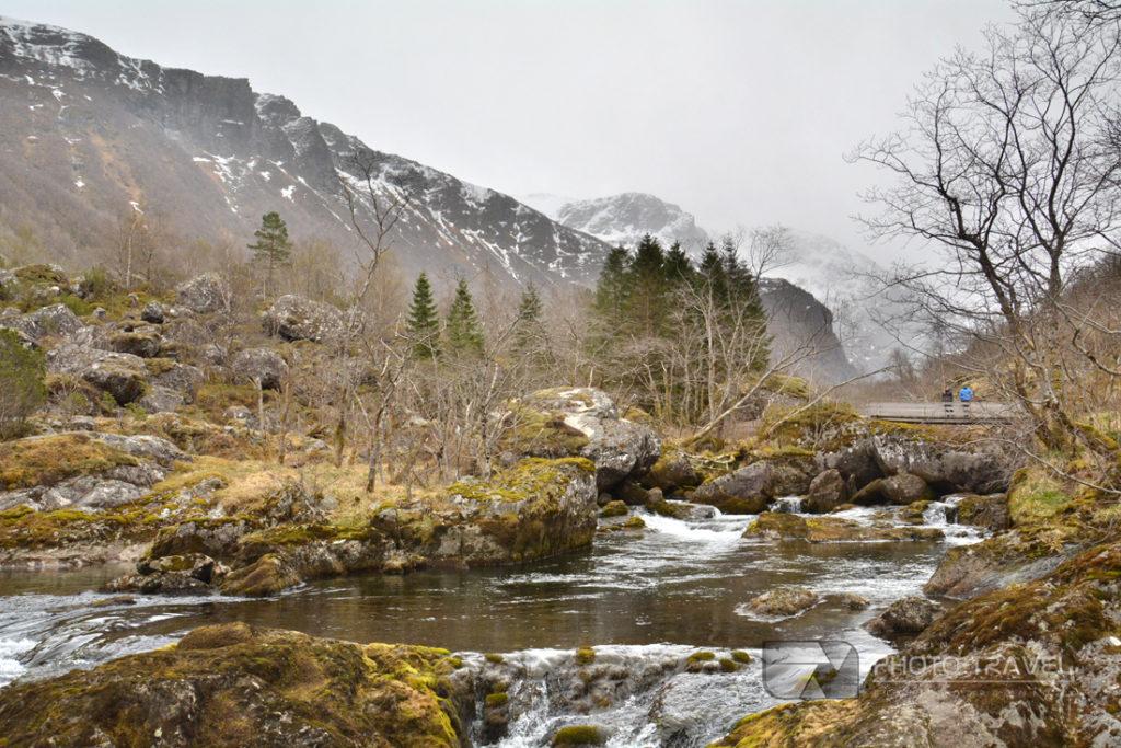 Podczas wędrówki w zasięgu ręki mieliśmy niemal wszystko po co przybyliśmy do Norwegii - nieskazitelną przyrodę, czyste powietrze, skały, strumyki, jezioro.