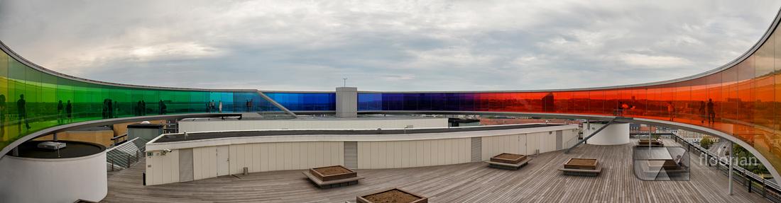 Tęcza na szczycie muzeum ARoS w Aarhus w Danii
