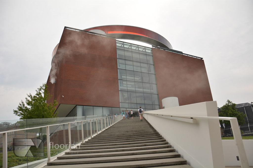 Wejście do Muzeum Sztuki Współczesnej ARoS