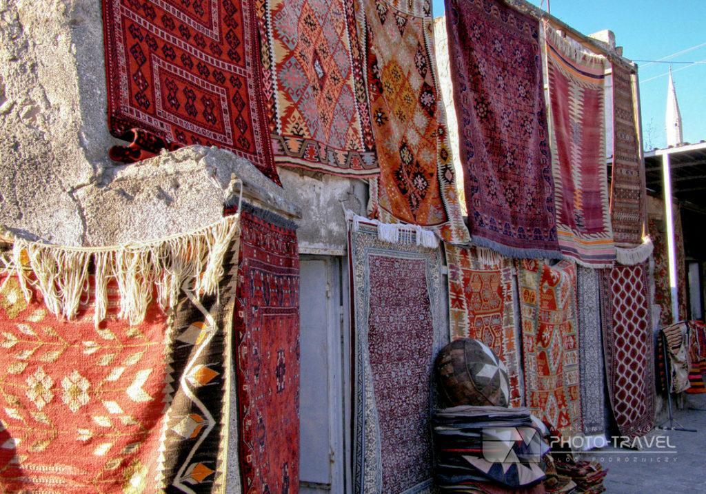 Tureckie dywany na bazarze w Kapadocji