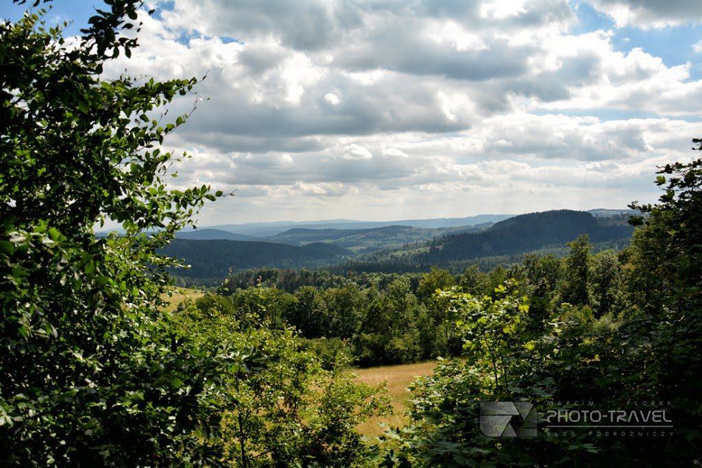 Przełęcz Jugowska w Górach Sowich. Szlaki i atrakcje turystyczne. Co zobaczyć w Górach Sowich z dziećmi?