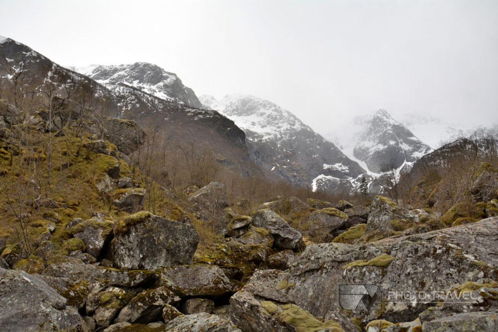 Treking do jeziora Bondhusvatnet z Sundal w Norwegii. TOP atrakcje turystycznych Norwegii.