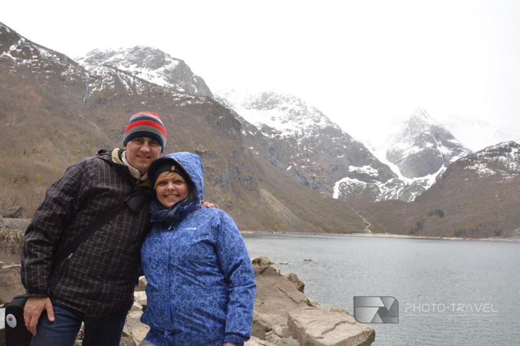 Do lodowcowego jeziora Bondhusvatnet w Norwegii można dojśćpieszo nawet z dziećmi