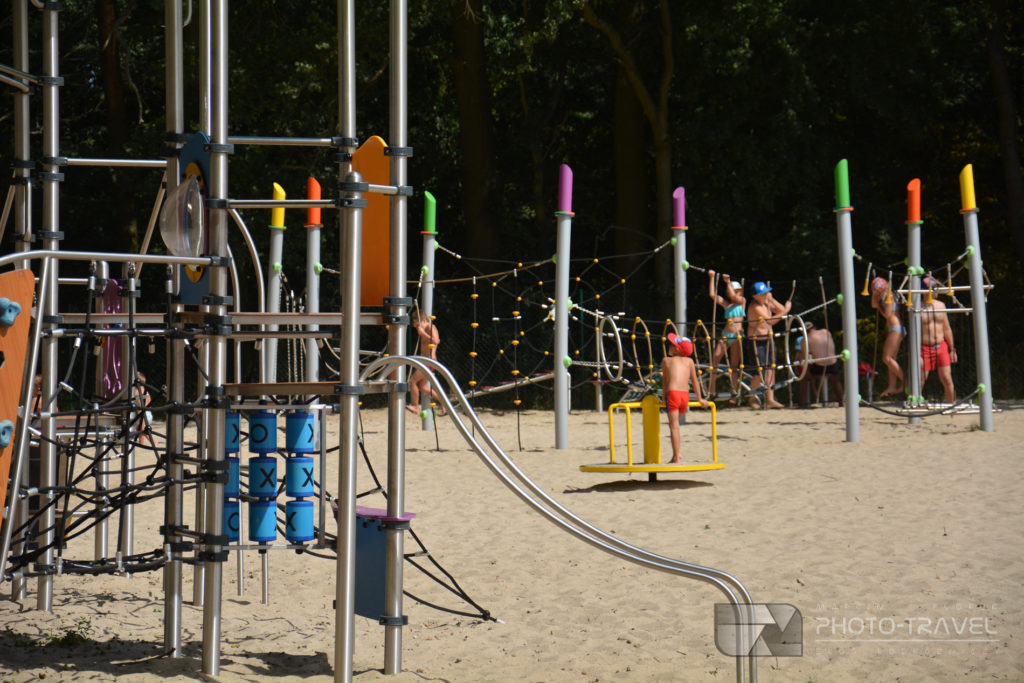 Duży i nowoczesny plac zabaw na kąpielisku Kopalnia Paniowice pod Wrocławiem
