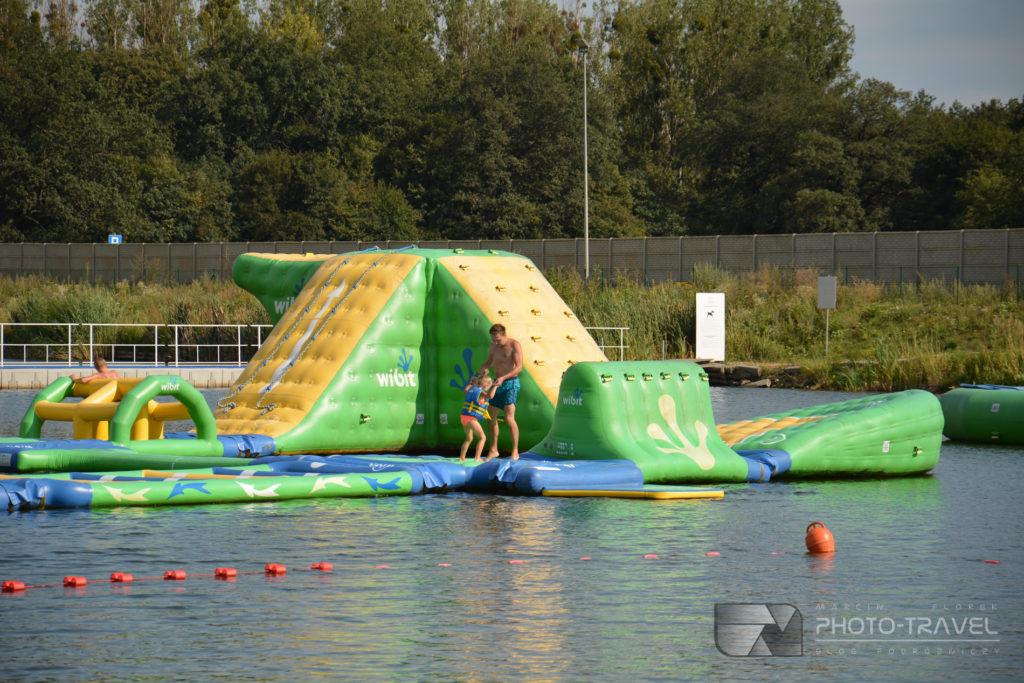 Największy w Polsce aquapark na wodzie - WIBIT na kąpielisku Kopalnia w okolicach Wrocławia