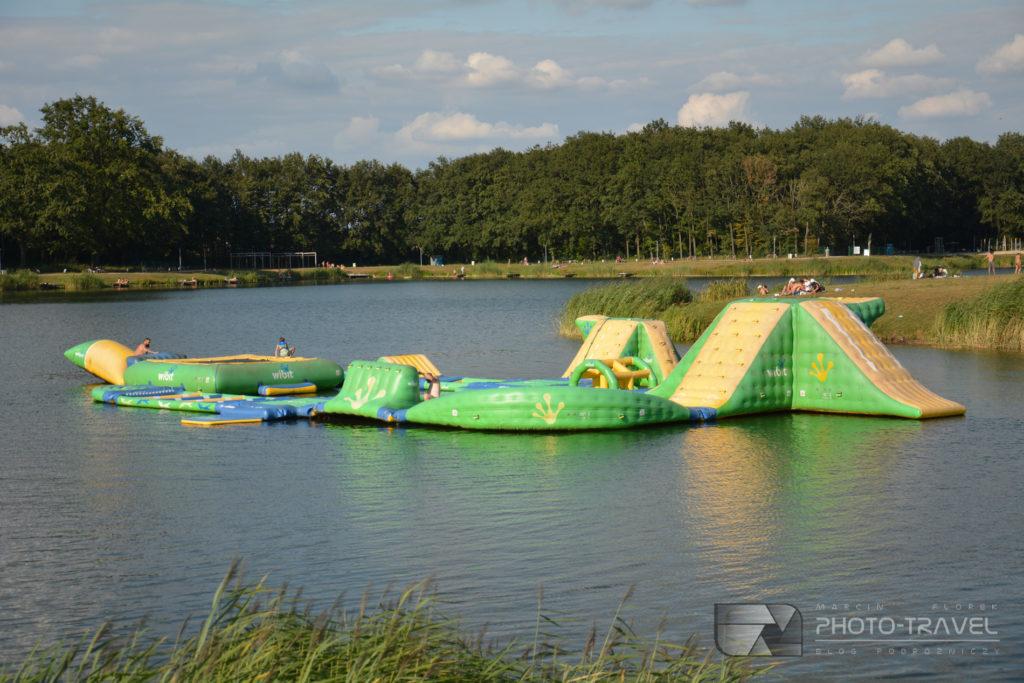 Największy w Polsce dmuchany park rozrywki na wodzie - WIBIT na kąpielisku Kopalnia