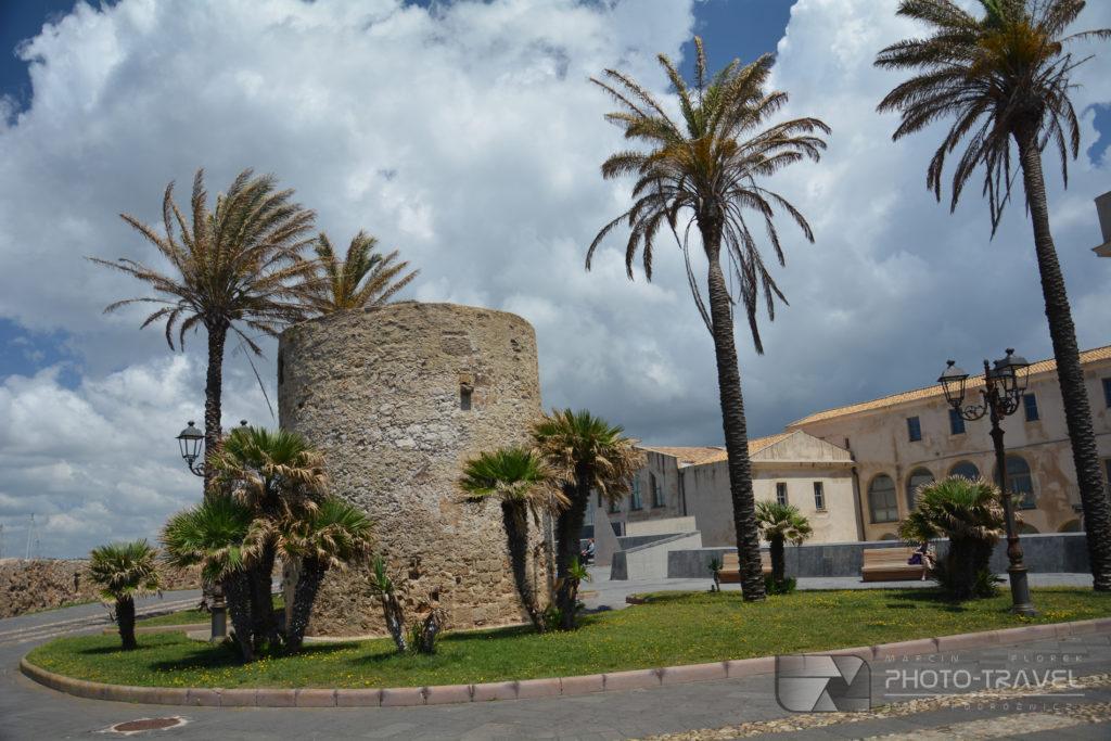 Alghero, atrakcje turystyczne, stare miasto, mury obronne Alghero