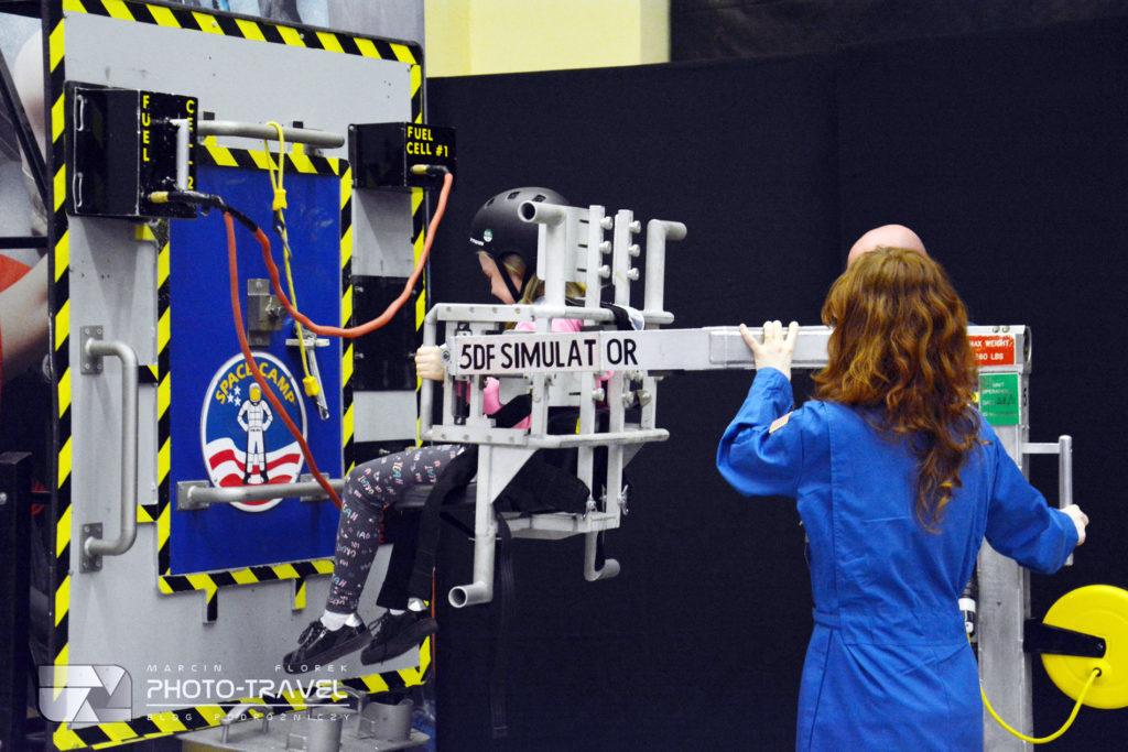 Symulatory na wystawie Space Adventure we Wrocławiu