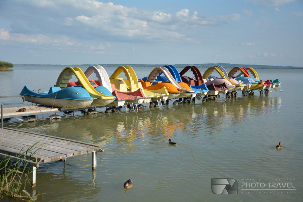 Plaża miejska Varosi strand w Keszthely nad Balatonem - rowery wodne