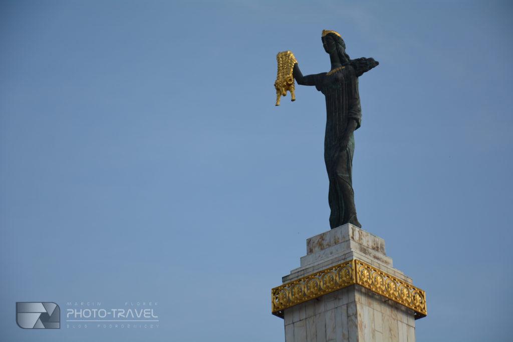 Plac Europejski i posąg Medei w Batumi