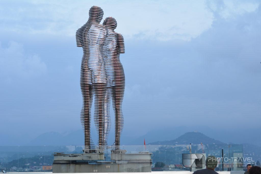 Rzeźba Ali i Nino w Batumi
