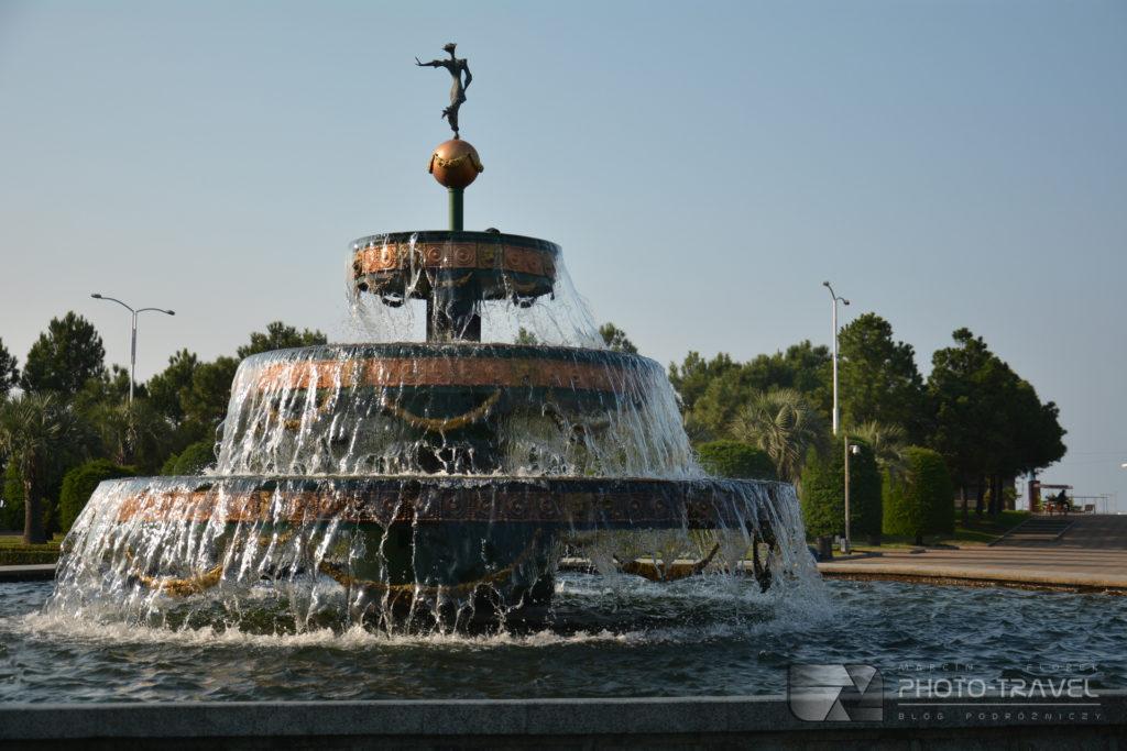 Promenada w Batumi - fontanny