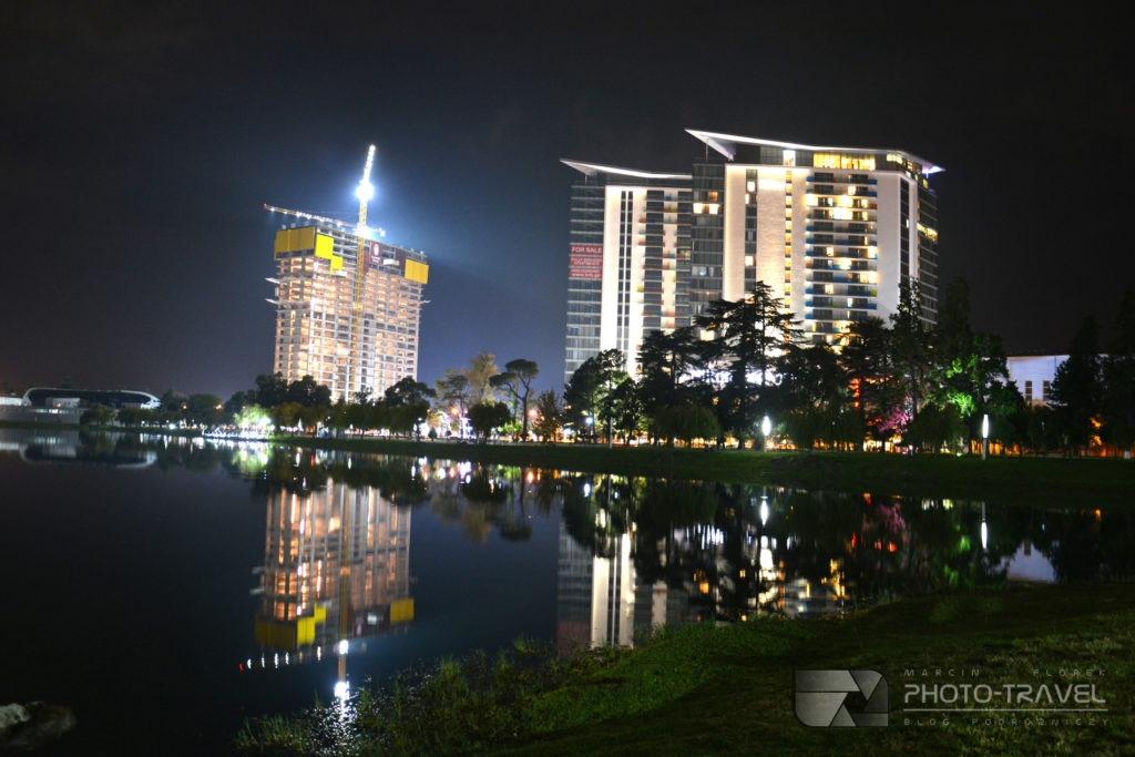 Park 6-go maja - nocna panorama Batumi