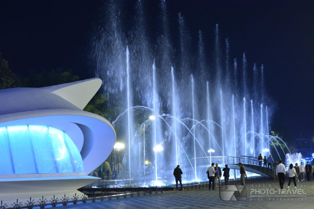 Tańczące fontanny i Pałac weselny