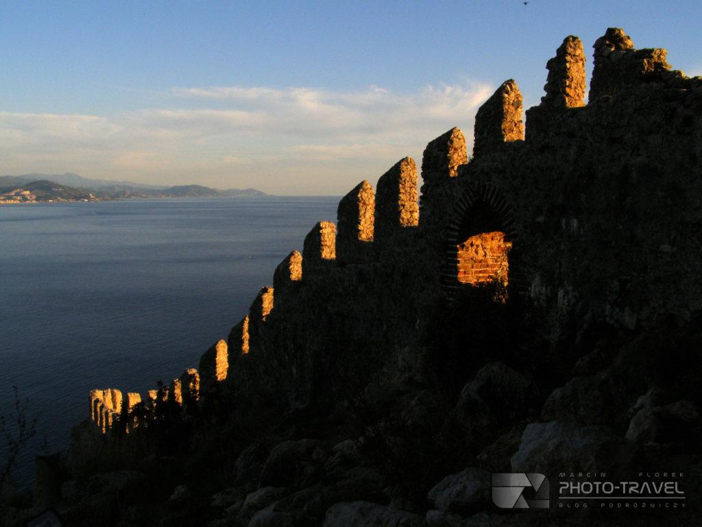 Zamek w Alanyi - mury obronne