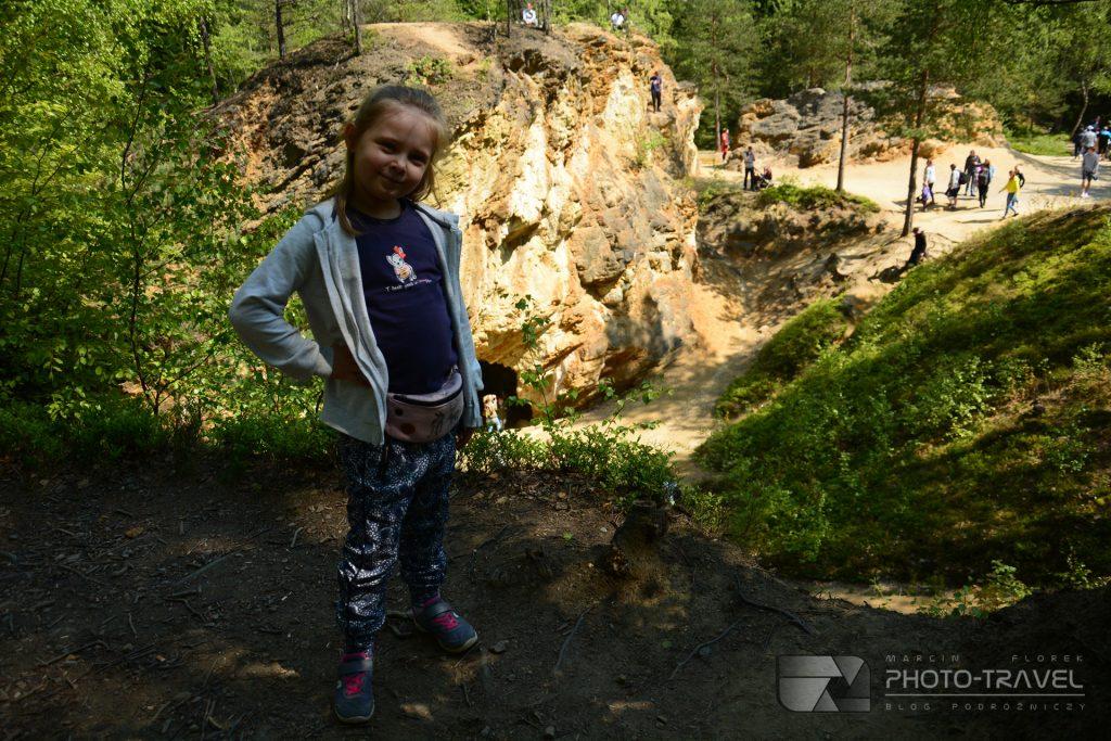 Ziemia kamienKolorowe Jeziorka w Rudawach Janowickich z dziećmi - Błękitne Jeziorko
