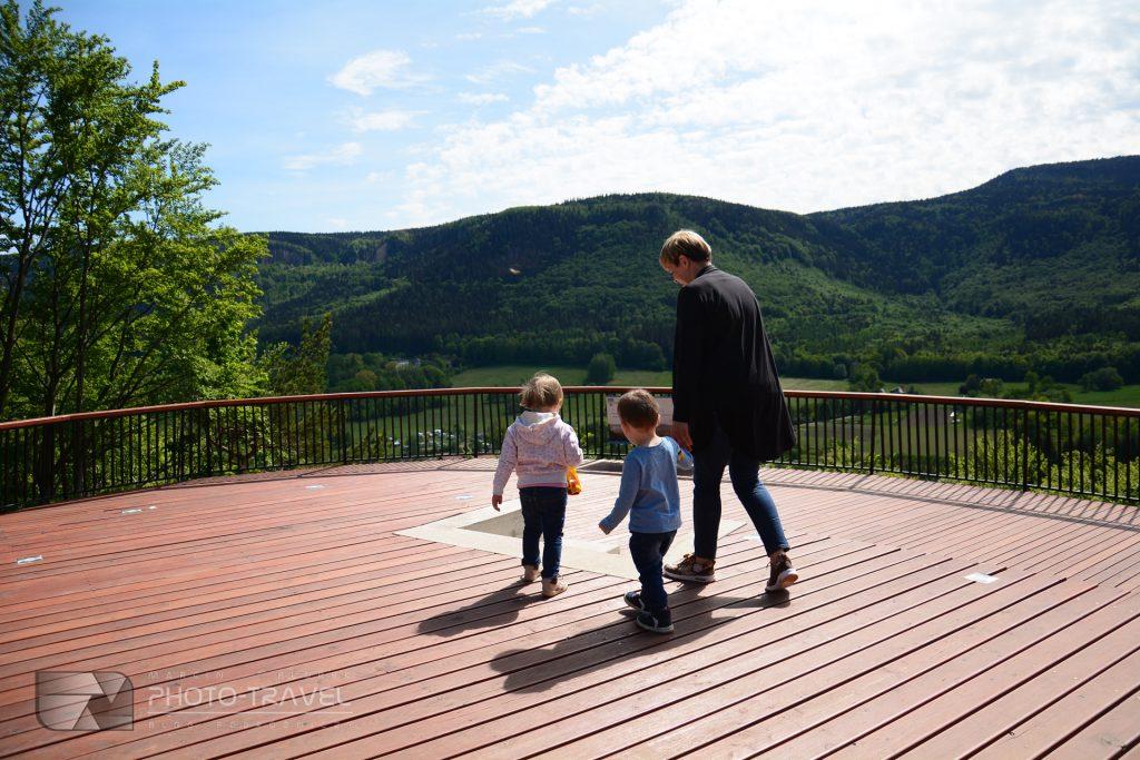 Wieże widokowe na Dolnym Śląsku - Platforma widokowa w Radkowie z dziećmi