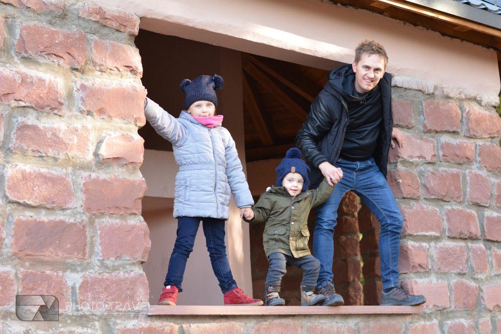 Wieża widokowa na Włodzickiej Górze z dziećmi