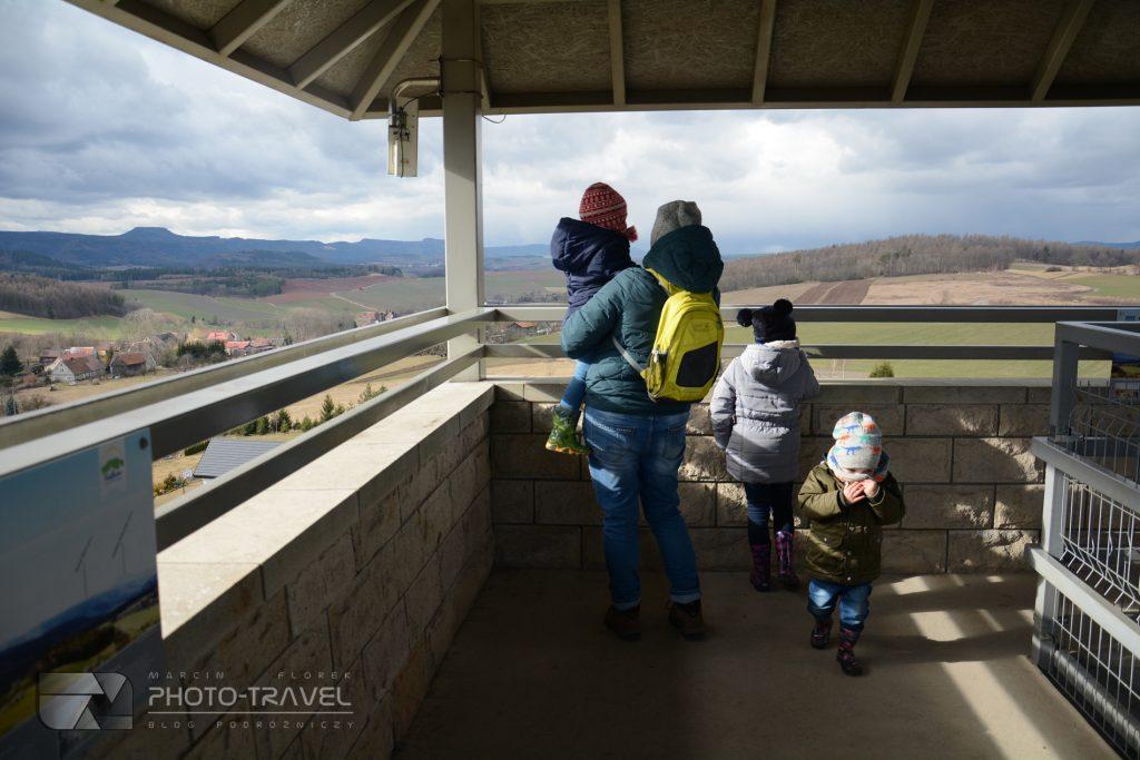 Wieża widokowa Suszynka z dziećmi