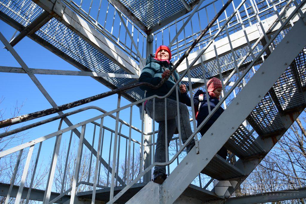 Wieża Widokowa na Górze Parkowej w Bielawie z dziećmi