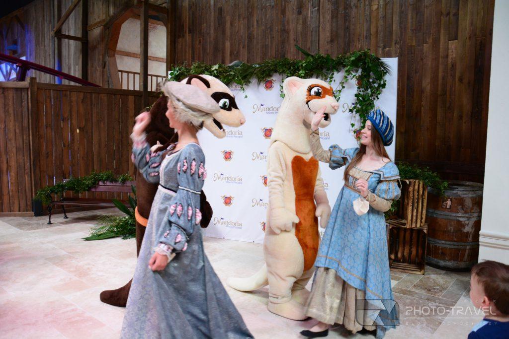 Oficjalnymi maskotkami parku są fretki Lili i Raskala.