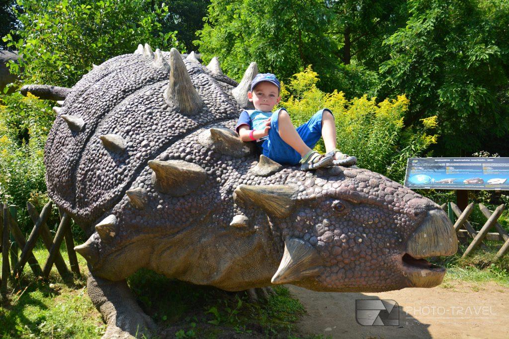 JuraPark Bałtów – Bałtowski Kompleks Turystyczny - park dinozaurów z dziećmi